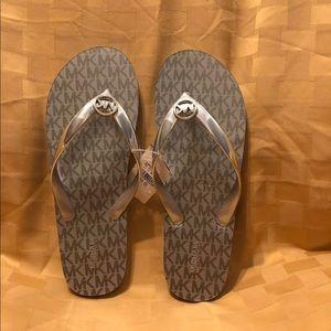 MK Flip Flop Slipper Color silver